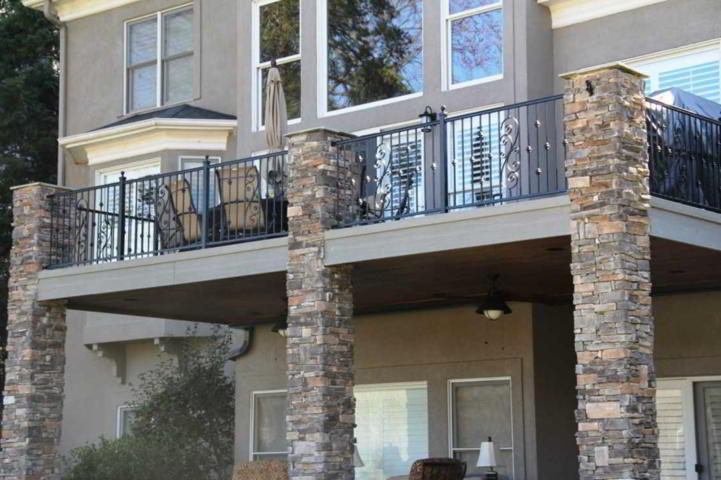 Tiang Teras Rumah Kombinasi Batu Alam Klasik